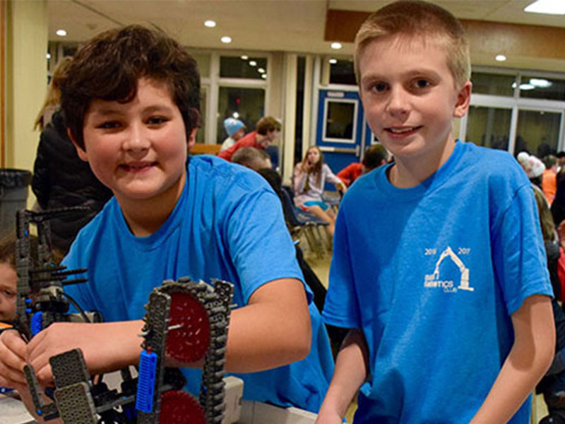 Elwood Middle School Hosts Robotics Competition